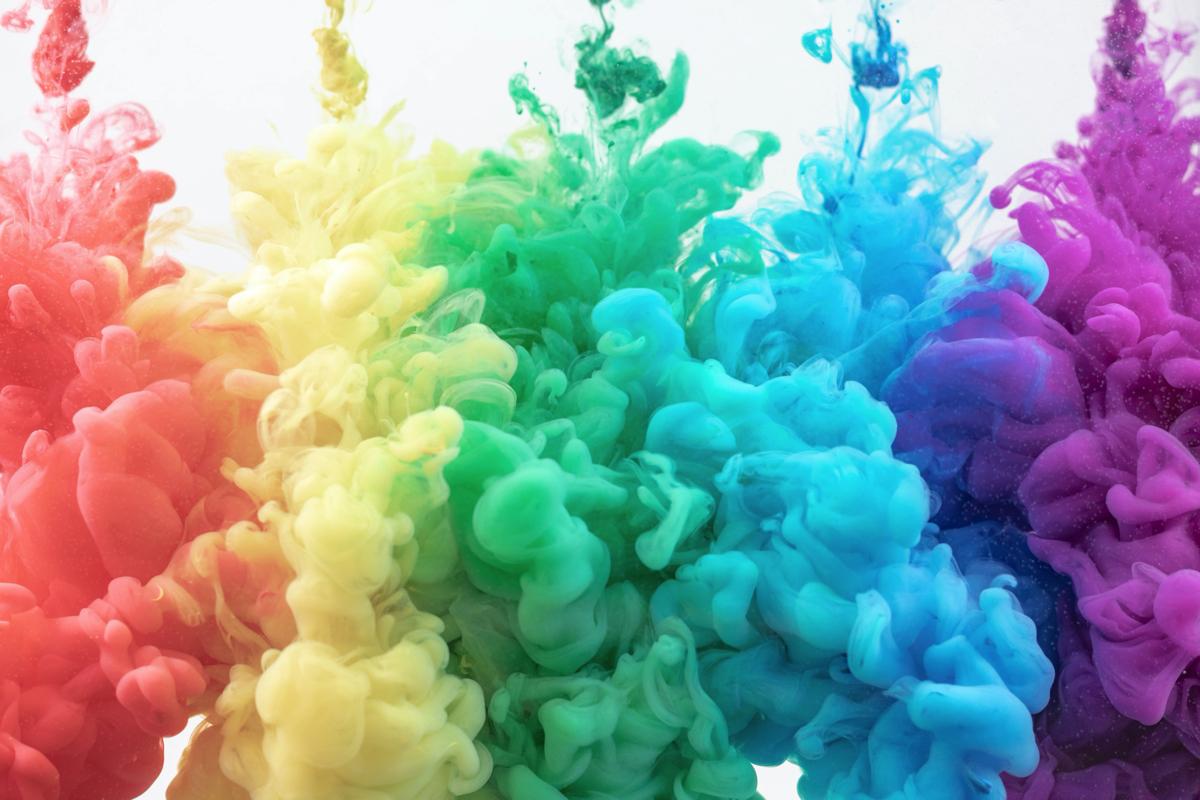 色のついた煙