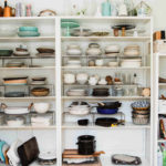 乱雑な食器棚