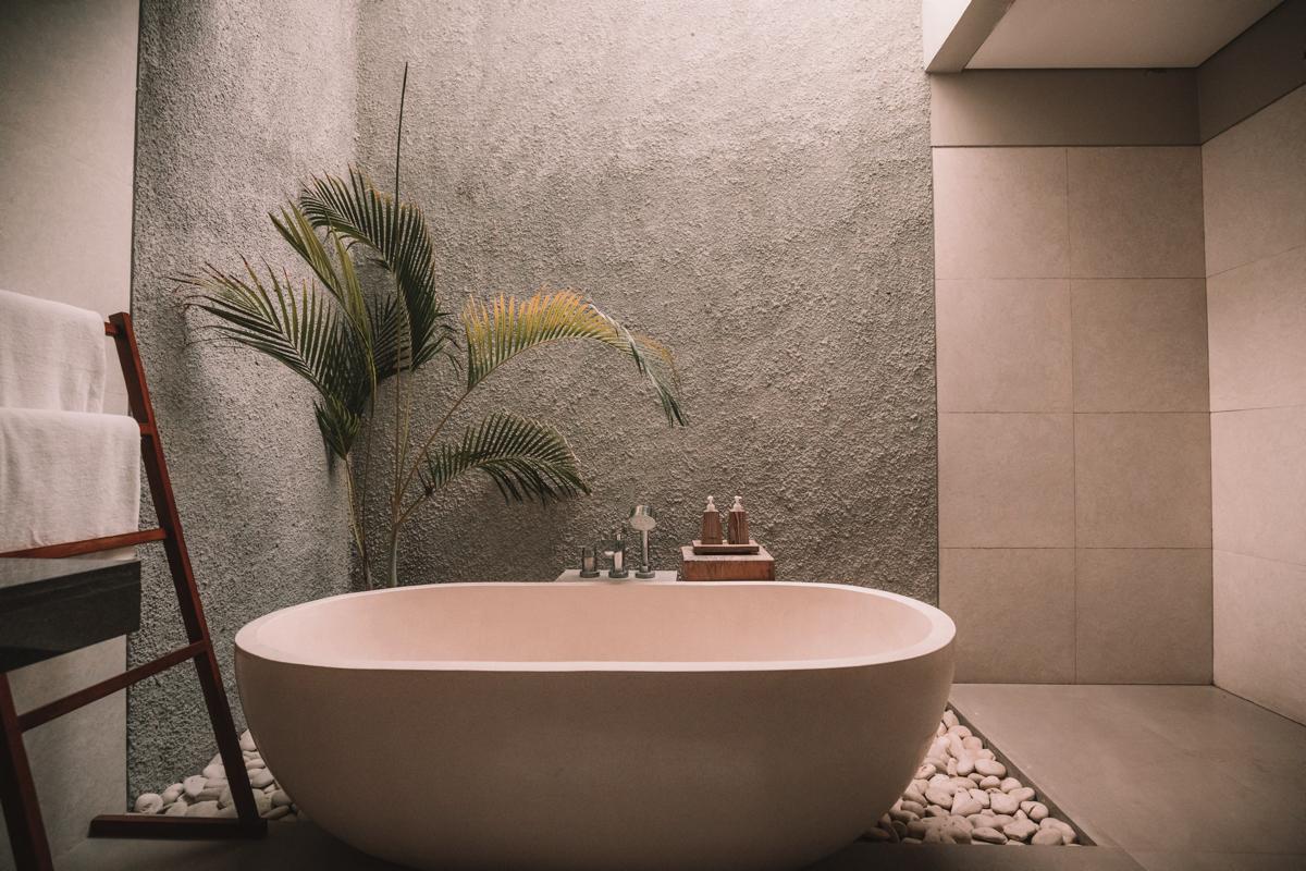"""浴室で実践 """"シンプルすぎる時短掃除"""""""